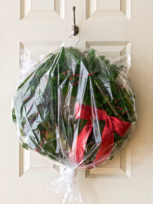 10 USE A HANGER TO STORE WREATHS